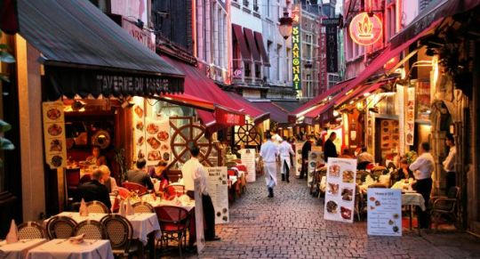 dusk-restaurants-rue-des-bouchers-brussels-belgium_main