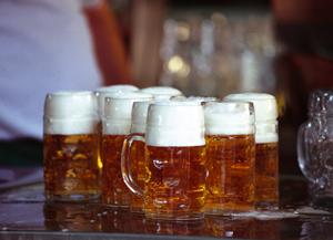 mehrere Ma§ Biere